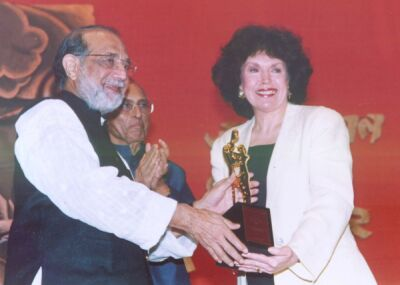 Mary receiving the Jamnalal Bajaj International Award in Mumbai (Bombay), India, in 2003